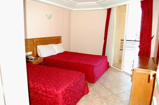 Residence Hotel Azour : chambre double avec 2 lits