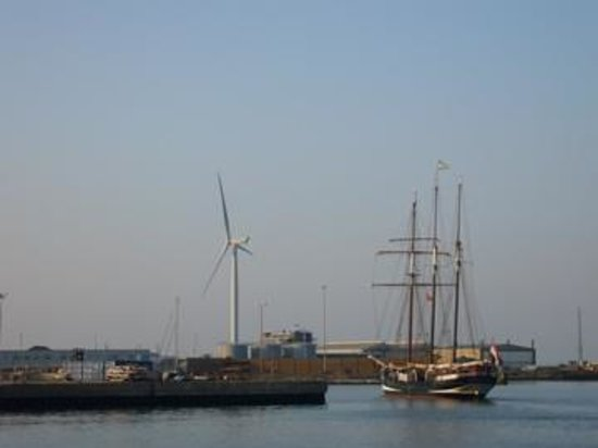 Wavecrest Guest House: Lowestoft Harbour