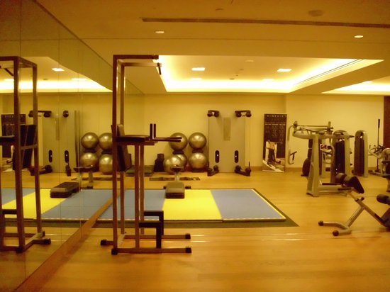 Hilton Capital Grand Abu Dhabi : Fitnessraum