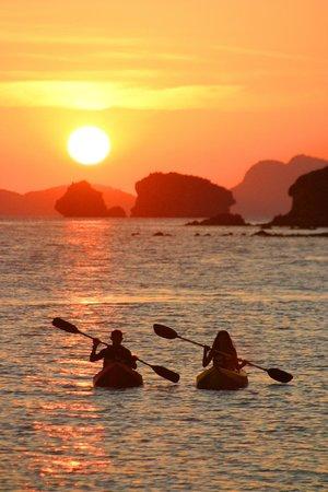 El Nido Resorts Miniloc Island: 划獨木舟觀日出