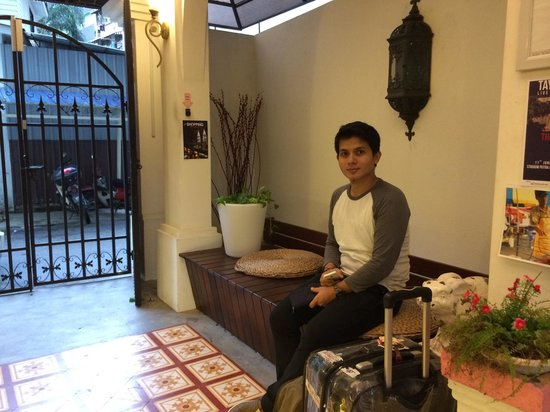 The Yard Boutique Hotel KL : Main gate, the lobby and my hubby.. ��