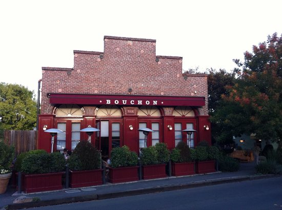 Bouchon Bakery: Looks peaceful from the outside but very busy with guests inside!