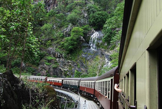 Kuranda Scenic Railway: water fall near Stoney Creek