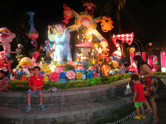 Phuket FantaSea: inside
