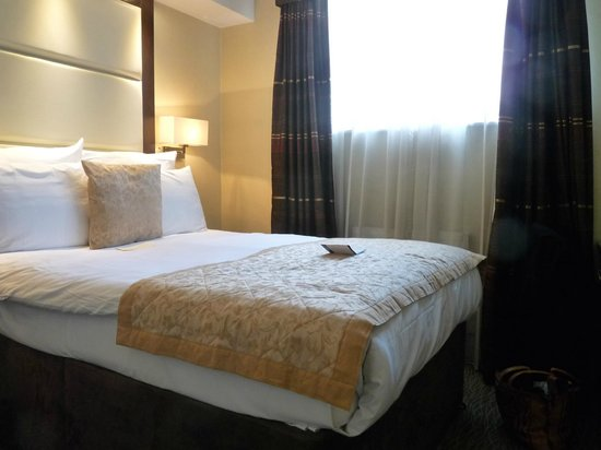 Grand Royale London Hyde Park: Bedroom immaculate but slightly small
