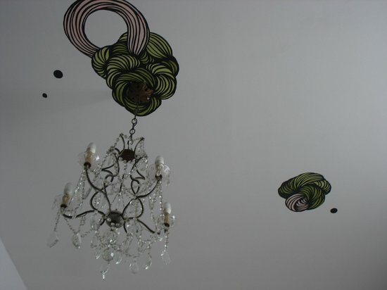 Bad Catania: A room's ceiling
