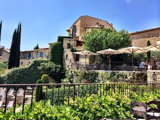 Hotel Crillon le Brave : Building