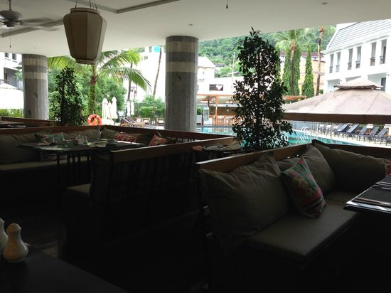 Sawaddi Patong Resort & Spa: Pool View from dinning area