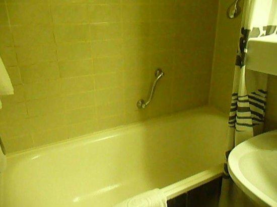 Airo Tower Hotel: bagno
