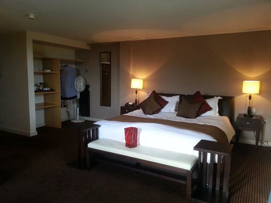 Wyck Hill House Hotel & Spa: Room 17 - Bed