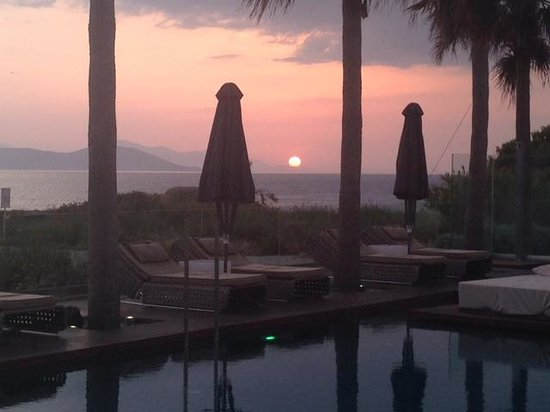 Aqua Blu Boutique Hotel + Spa: sunset views from pool restaurant