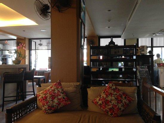 Sawaddi Patong Resort & Spa: lobby