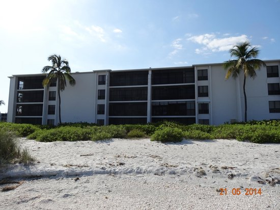 Sundial Beach Resort & Spa: looks like a prison from the early 80th