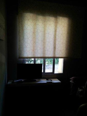 Hotel Aravaca Garden: sin persianas o cortinas que no dejen pasar la luz