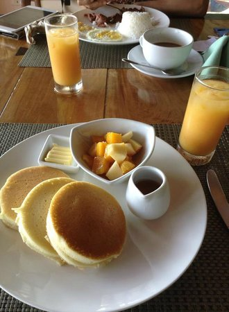 Out of the Blue Resort: Breakfast