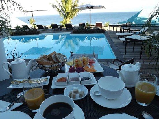 Blue Margouillat Seaview Hotel : Vue petit déjeuner