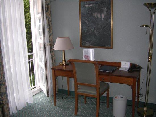 Hotel Am Schlosspark: Schreibtisch