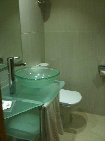 Servigroup Pueblo Benidorm: Baño limpio