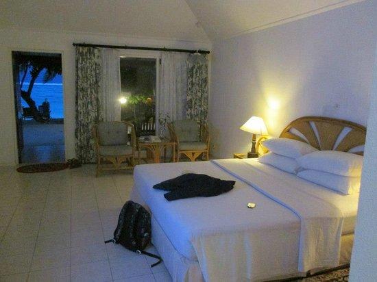 Holiday Island Resort & Spa: room