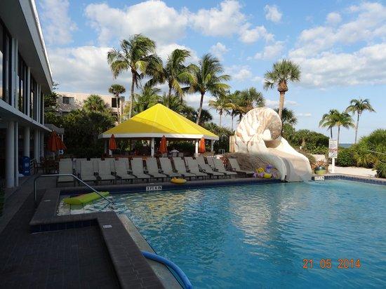 Sundial Beach Resort & Spa : plastic for ever