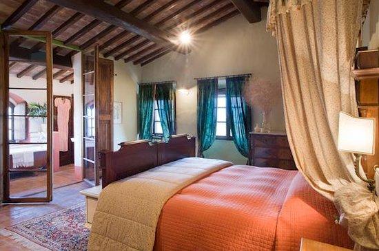 Fortezza de'Cortesi: Sweet Cortesiana bedroom and bathroom