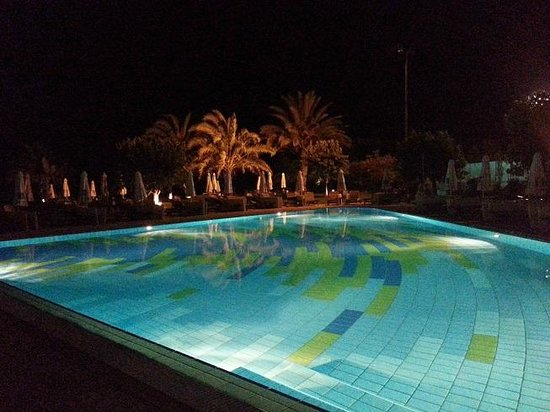 Constantinou Bros Athena Royal Beach Hotel: Smaller of the 2 pools
