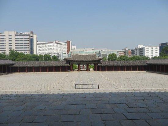 Changgyeonggung Palace: Main gate, Changgyeong Gung
