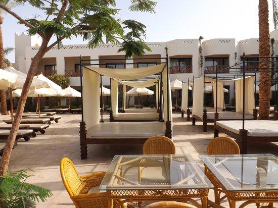 Ghazala Gardens Hotel: Manmade beach area double sun beds