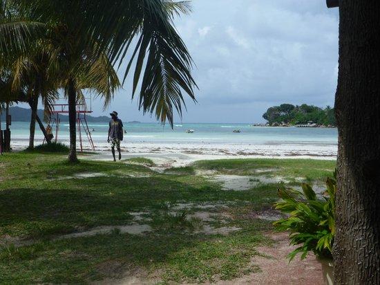 Village du Pecheur: Пляж из соседних кафешек
