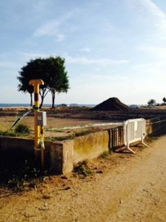 Golden Taurus Park Resort: A view of the walk along the beach path to Calella
