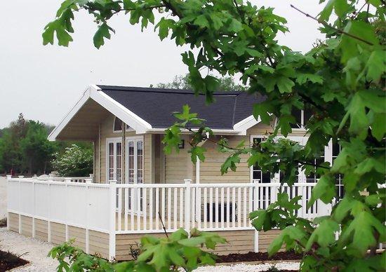 Mercia Marina Lodges: Close up