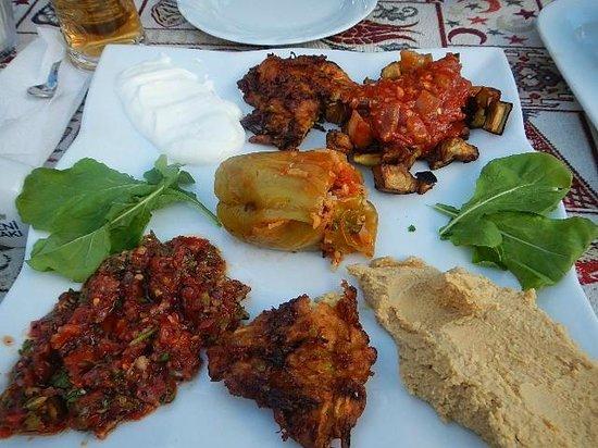 Fat Boys Bar: mezze plate - mouth watering !