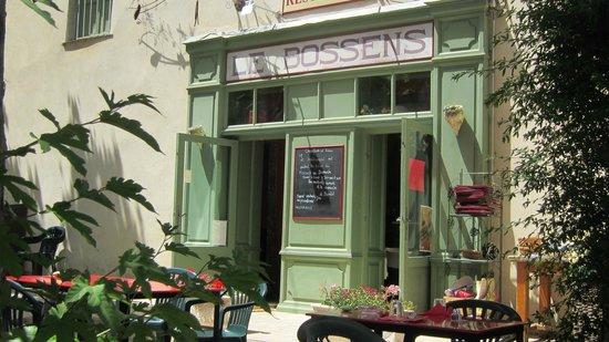 LE BOSSENS: Le restaurant vu de sa terrasse dominant la vallée du Vidourle.