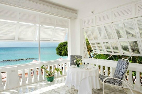 Cobblers Cove: Sun room with ocean view