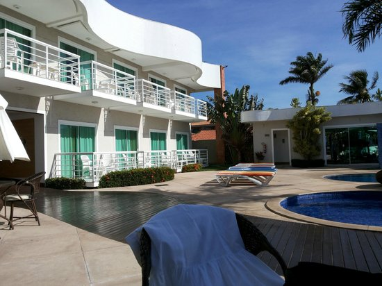 Paradiso Del Sol: Suítes com vista para a piscina e canal.