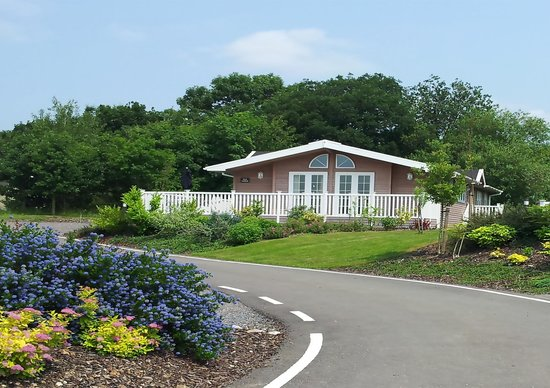 Mercia Marina Lodges: Exterior