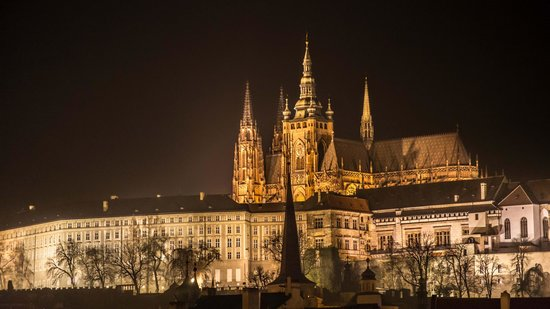 Château de Prague : Nighttime Prague Castle & St Vitus Cathedral