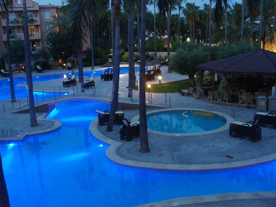 Protur Bonaire Aparthotel: The main pool at dusk