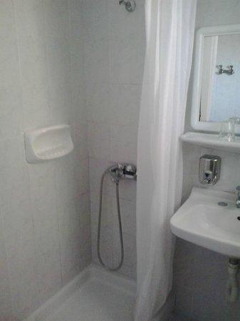Atlantis Hotel: Zona doccia