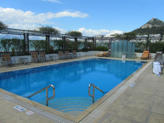 Hotel Grande Bretagne, A Luxury Collection Hotel: The rooftop pool