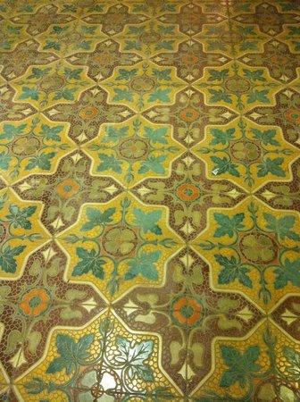 Corner Hostel: maltese tiles :)