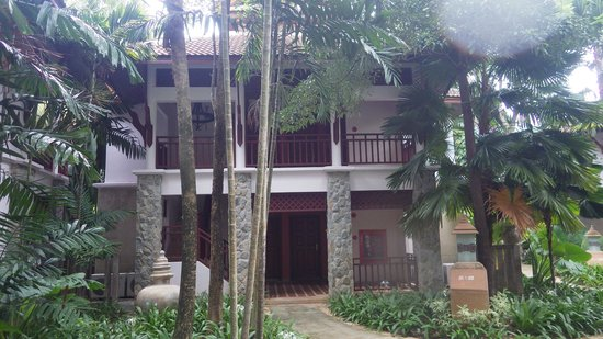 Thavorn Beach Village Resort & Spa : Entry to our room