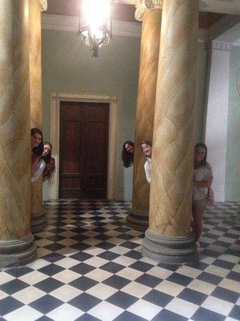 Palazzo Galletti: Fun with columns