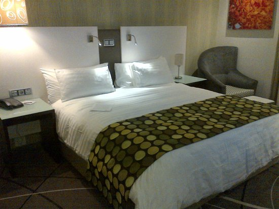 Hotel Verde Cape Town International Airport : Double Bedroom