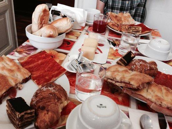 At Your Place: 丰盛的早餐