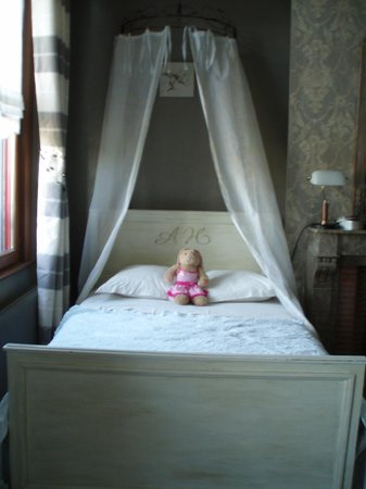 Chambre d'Hotes Cap et Marais d'Opale: Queen size bed in family room