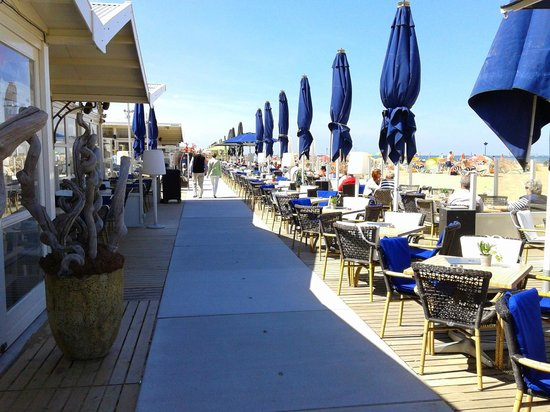 Carlton Beach : Lounge bar/restaurants aan het strand