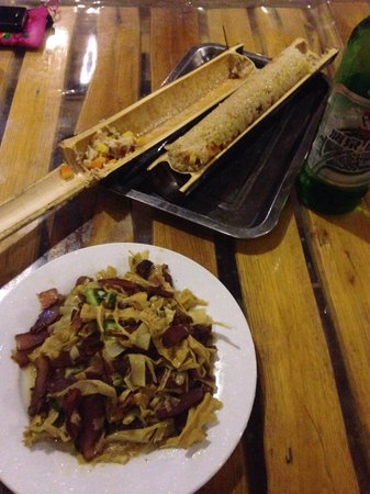 Longji International Youth Hostel: Bamboo rice and bamboo shoots with bacon - yummy!