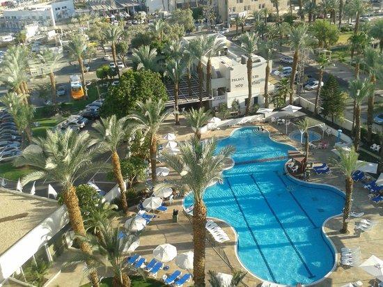 Caesar Premier Eilat: бассейн в отеле