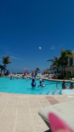 Gran Caribe Resort: pool area